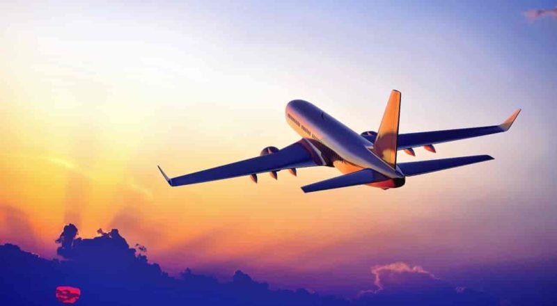 🛫 aeronave decolando viagem