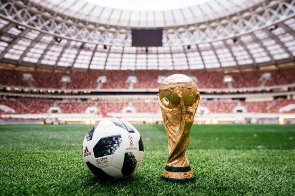 ⚽ bola de futebol e 🏆Troféu da Copa do Mundo FIFA